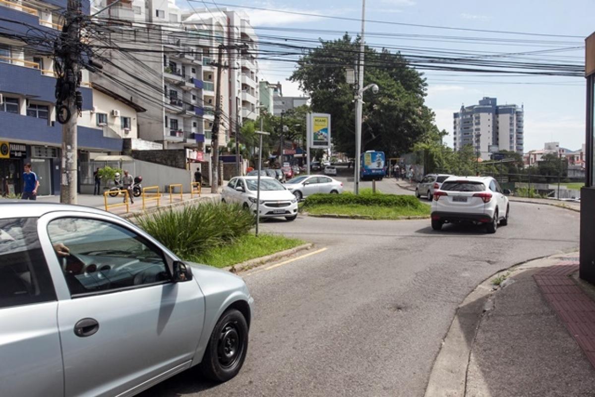 sinalização de trânsito precária - Lauro Linhares esq. Madre Benvenuta - Marco Santiago/ND