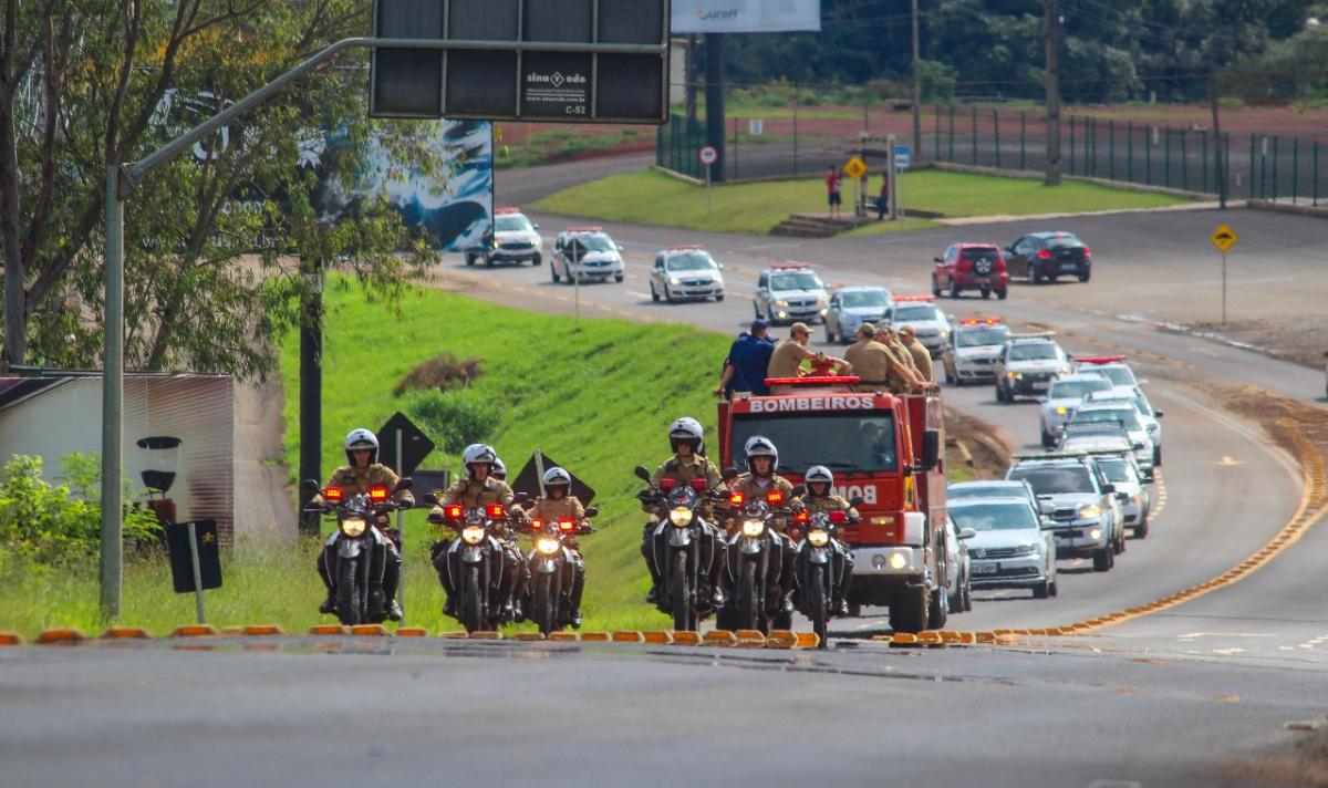 O caixão foi escoltado por viaturas da PM até o velório - BPM Chapecó/Divulgação