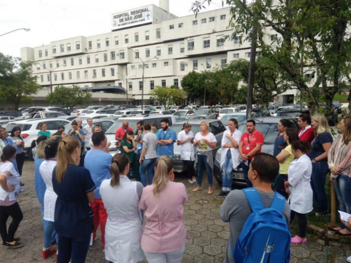 Paralisação mobilizou servidores do Hospital Regional de São José - SindSaúde/SC/Divulgação/ND