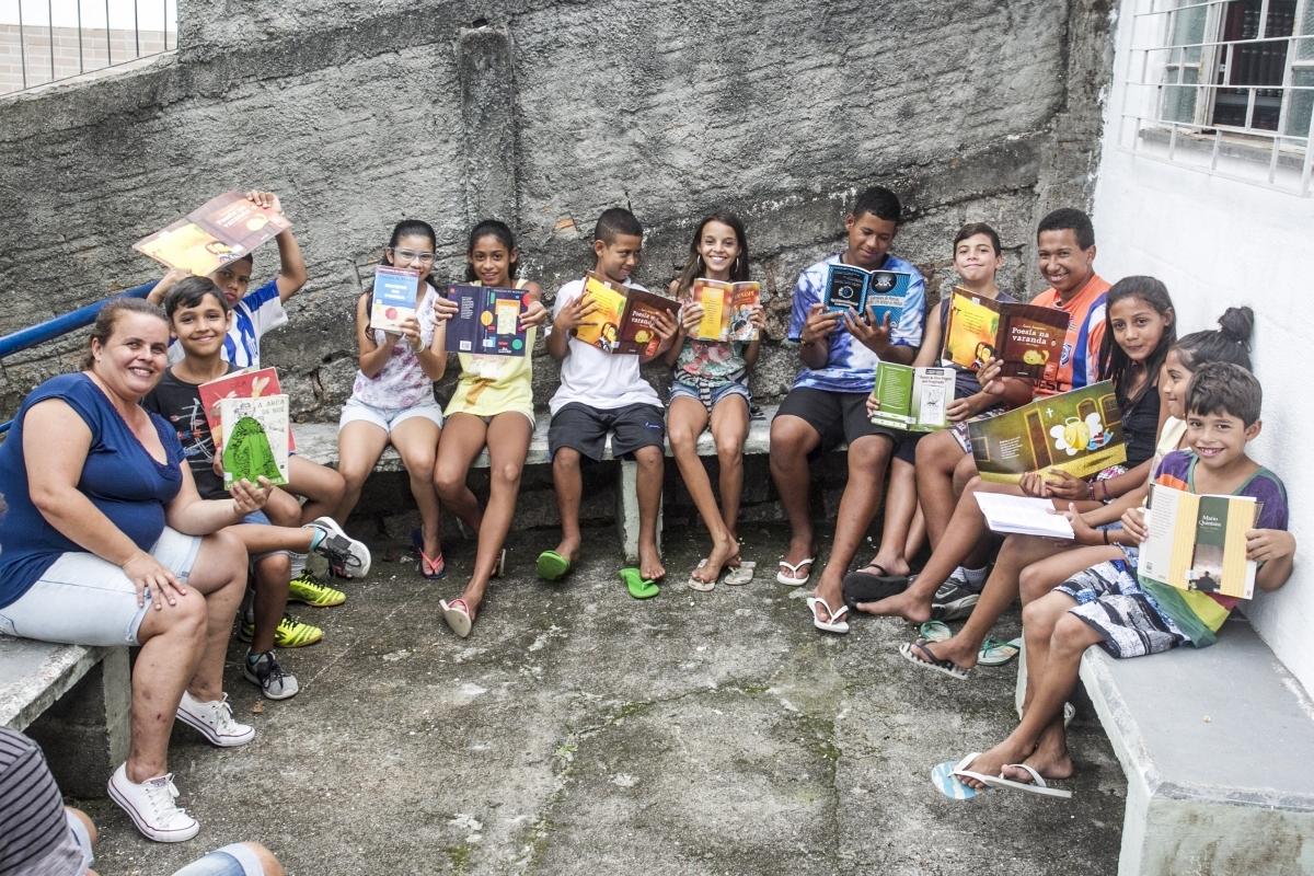 Em Florianópolis, projeto Piquenique Literário, realizado pela Casa da Criança, no Morro da Penitenciária, busca difundir a literatura na infância como um meio em si - Marco Santiago/ND