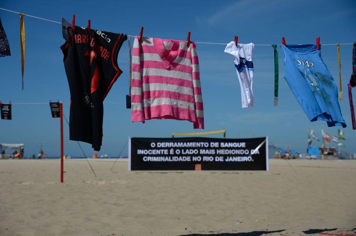 Manifestação foi realizada nas areias da Praia de Copacabana - Fernando Frazão/Agência Brasil