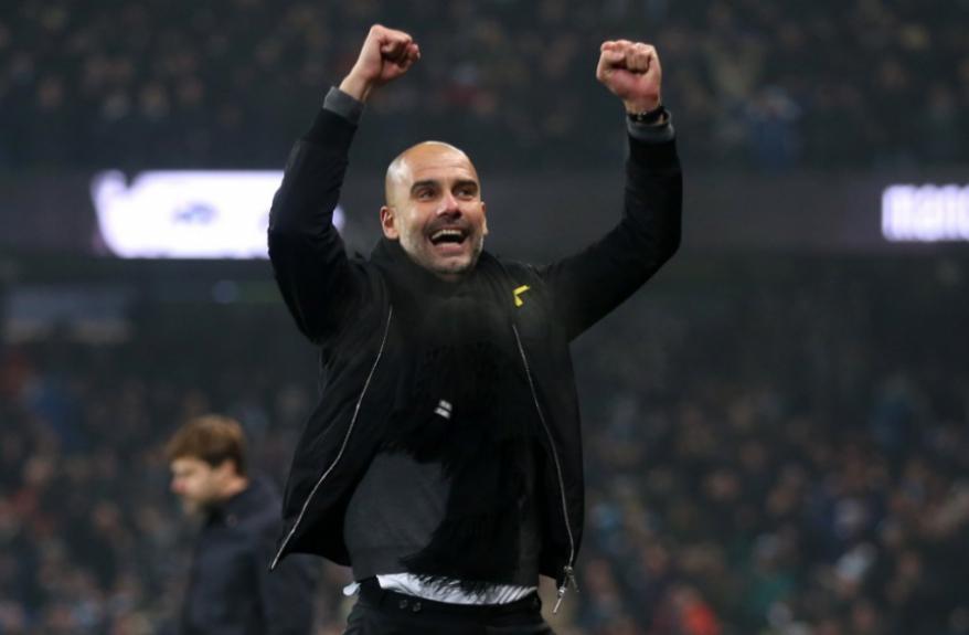 Com o título da Premier League, conquistado no último domingo à frente do Manchester City, Pep Guardiola chega a impressionantes 23 títulos em apenas 10 anos de carreira. O treinador espanhol é o de melhor média entre os técnicos dos grandes clubes europ – Foto: (Foto: Divulgação / Manchester City)