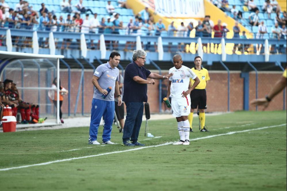 Geninho já foi ao campo de jogo - Avaí FC/divulgação