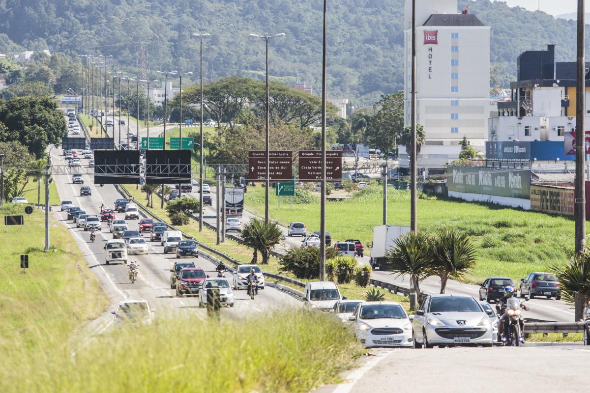 Principal acesso e saída da Ilha de Santa Catarina, a Via Expressa (BR-282) recebe 130 mil veículos por dia - Daniel Queiroz/ND
