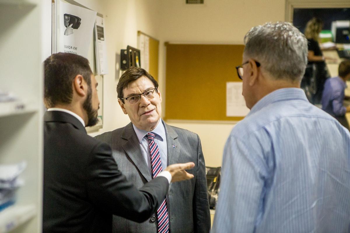 Prates foi recebido na redação da RICTV Record nesta sexta-feira - Flávio Tin/ND
