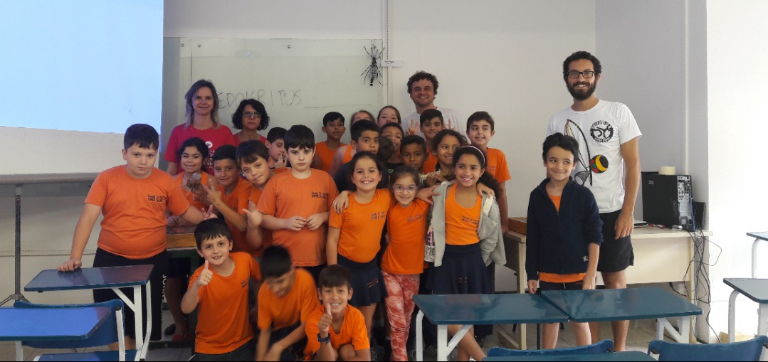 Turma da Escola Básica Municipal Adotiva Liberato Valentim recebeu o professor Luiz Carlos Pinho, do Departamento de Ecologia e Zoologia da UFSC - PMF/Divulgação/ND