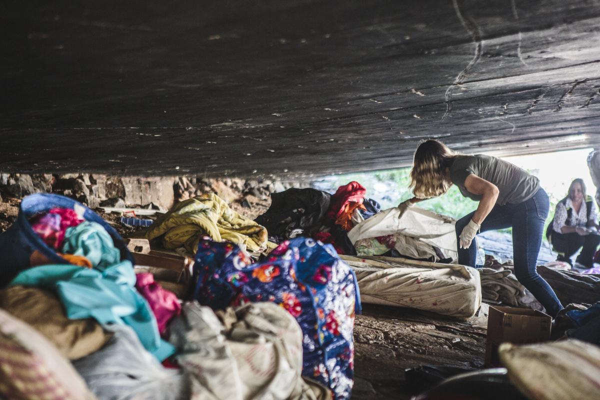 Galeria pluvial que passa a céu aberto é o local preferido para as pessoas em situação de rua usar drogas - Daniel Queiroz/ND
