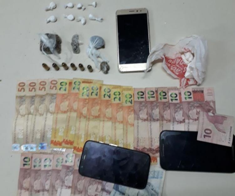 Policiais apreenderam drogas, dinheiro, munições e celulares - Polícia Militar/Divulgação/ND