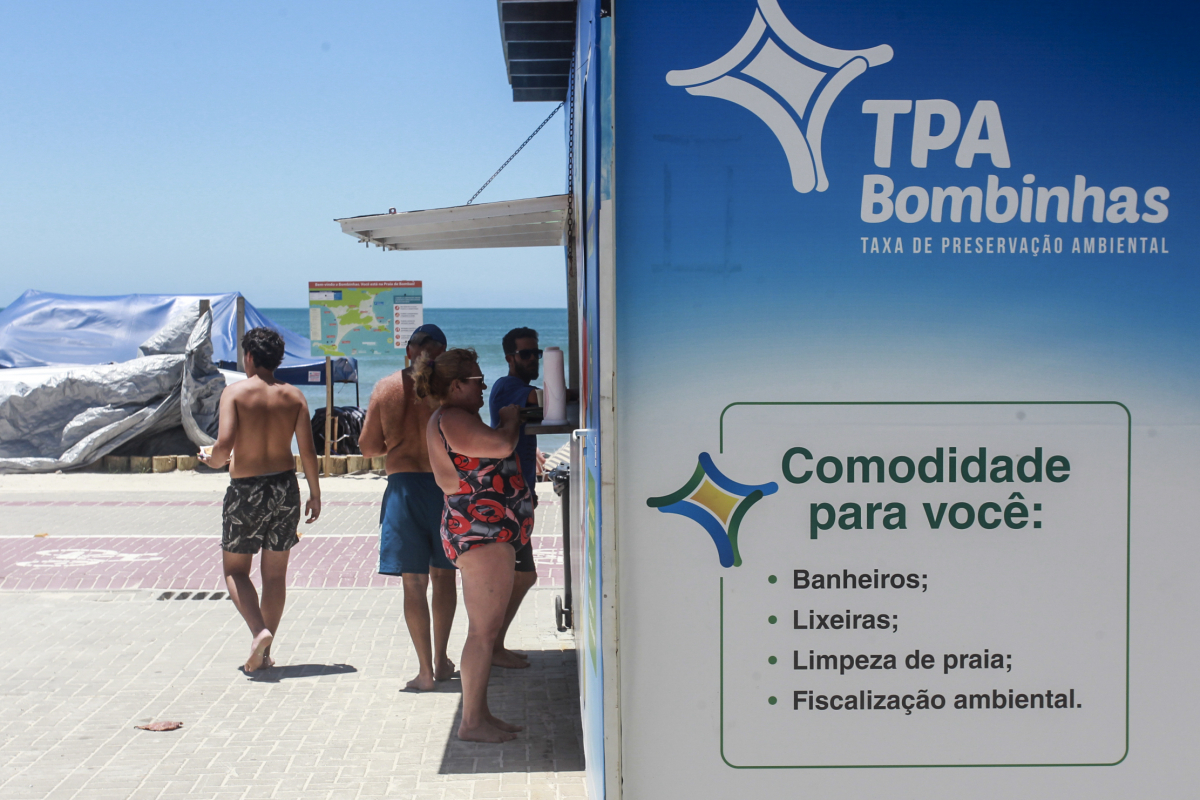 Posto de cobrança na praia de Bombas - Marco Santiago/ND