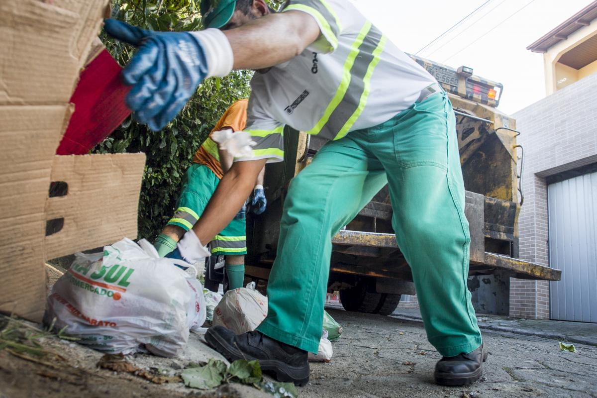 Para município, sistema de coleta de resíduos continuará sendo feito pela Comcap - Marco Santiago/ND