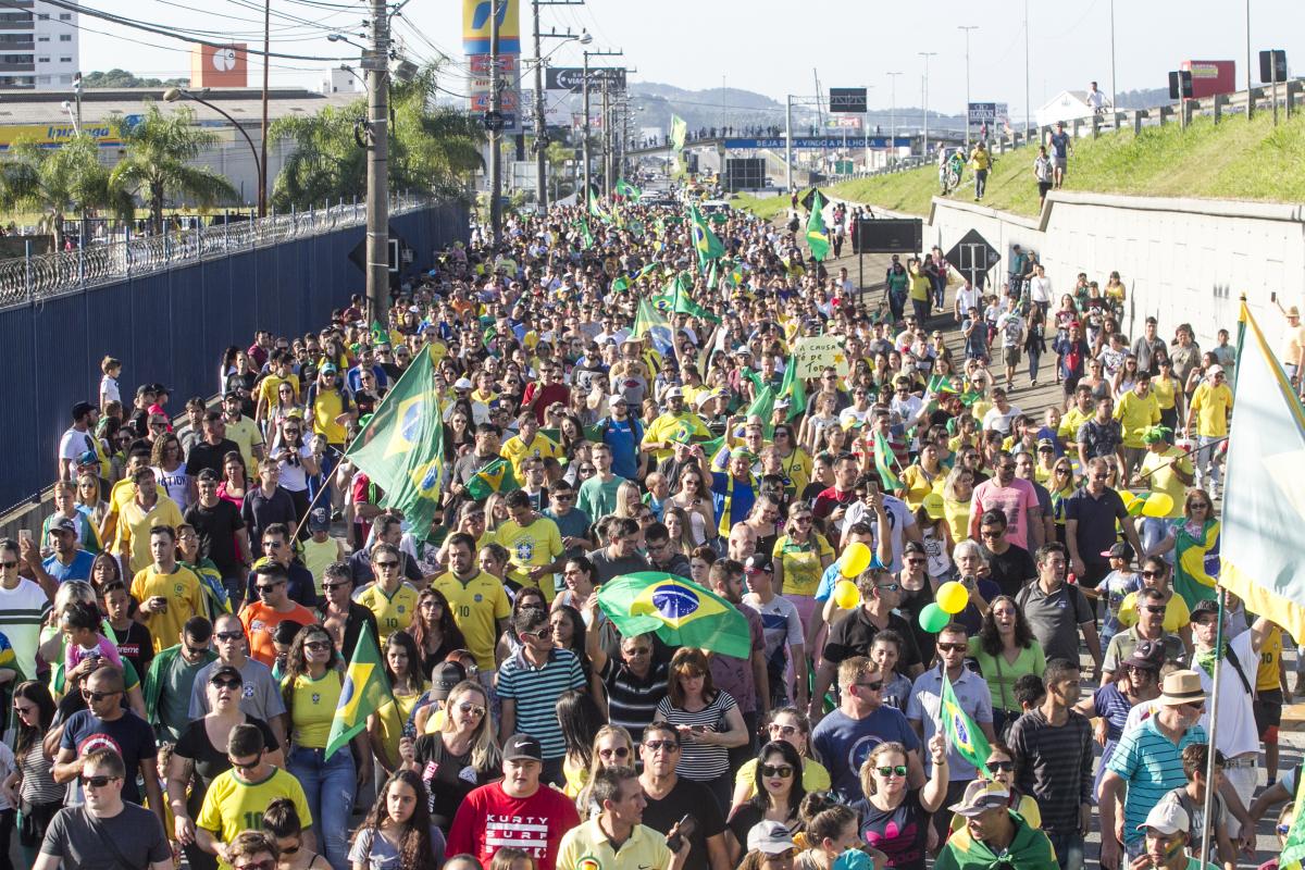 Manifestação dos caminhoneiros na BR-101 em Palhoça - Marco Santiago/ND