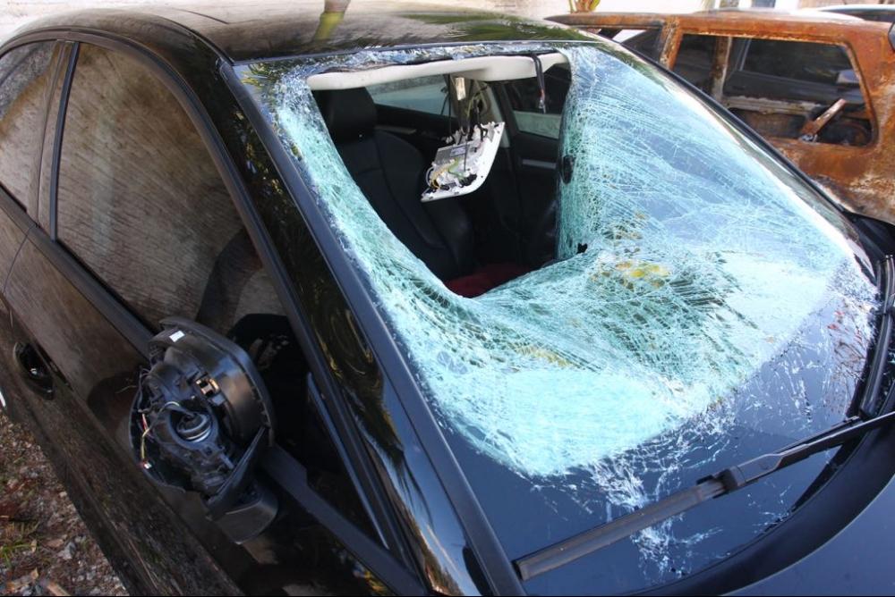 Um dos veículos envolvidos no acidente foi abandonado cerca de 3km após o local do atropelamento - Marco Santiago/ND