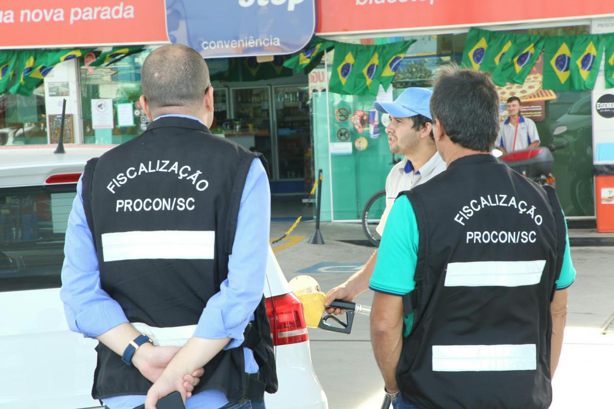 98fc8fee6 Fiscais do Procon visitaram postos de quatro municípios da Grande  Florianópolis nesta quinta-feira -