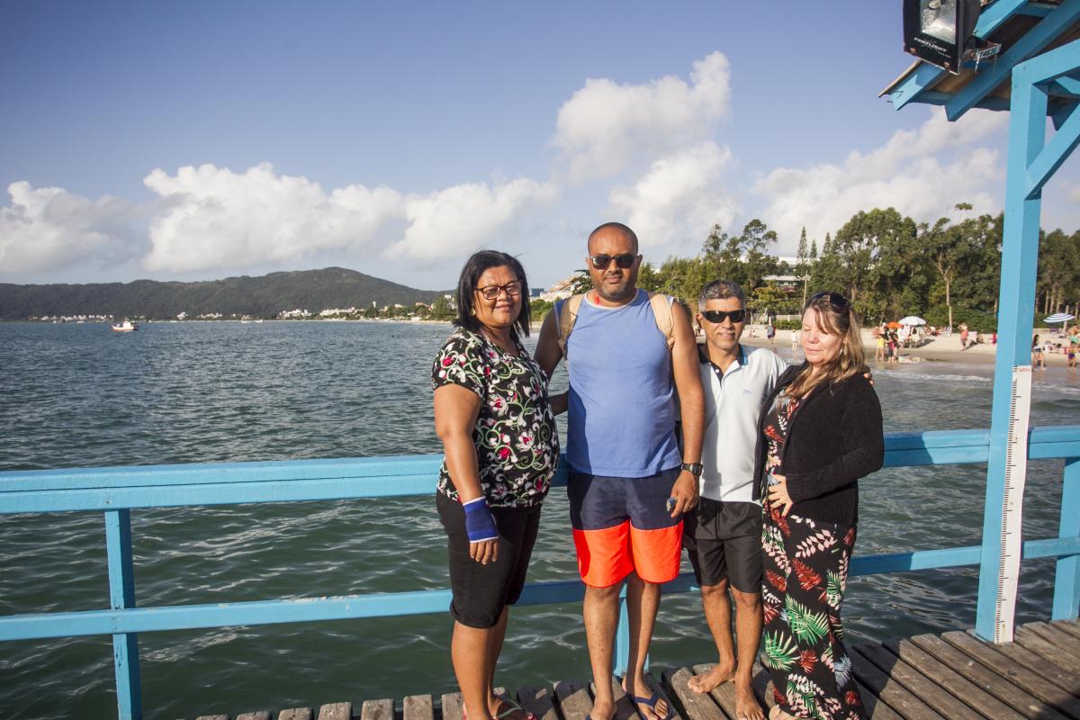 Família de Salvador aproveita cidade vazia - Marco Santigo/ND