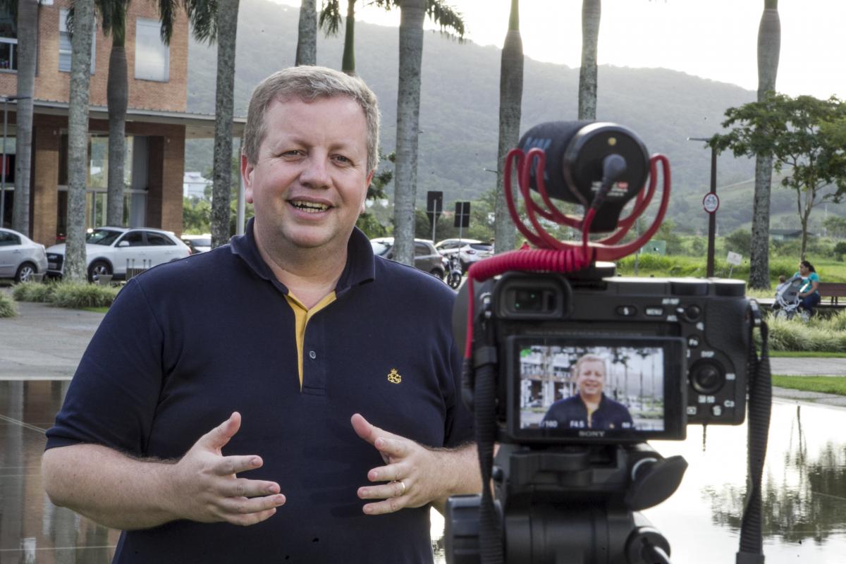 Técnicas de gravação, captação de áudio, edição e vendas são o trunfo para conseguir alunos - Marco Santiago/ND