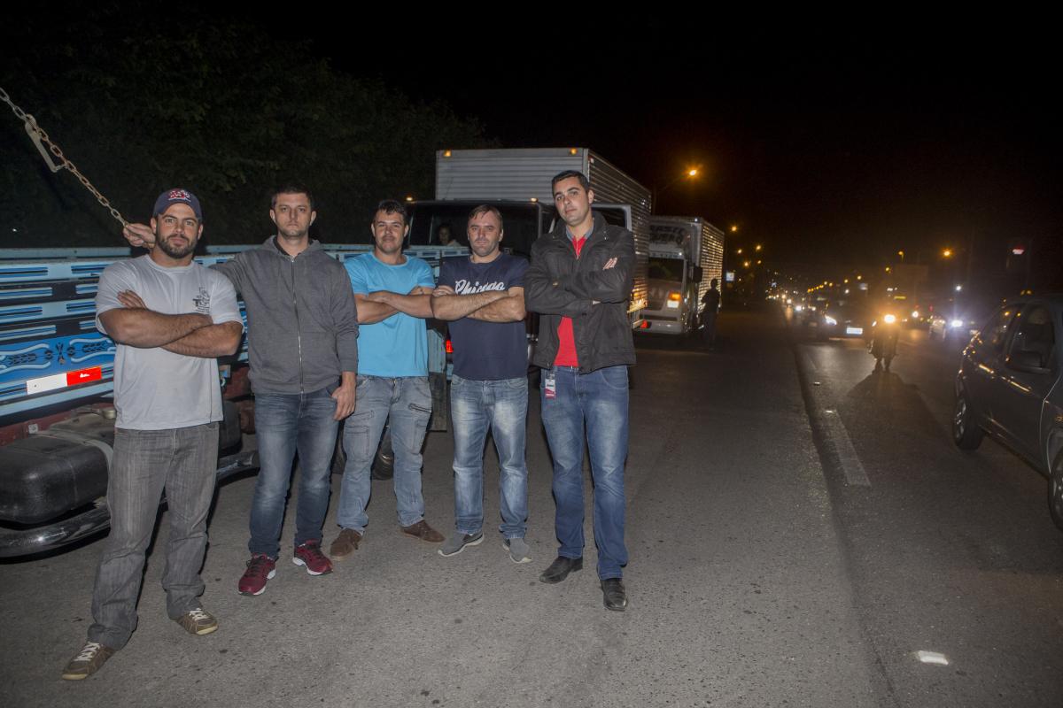 Caminhoneiros de Florianópolis protestam contra aumento nos preços dos combustíveis - Flávio Tin/ND