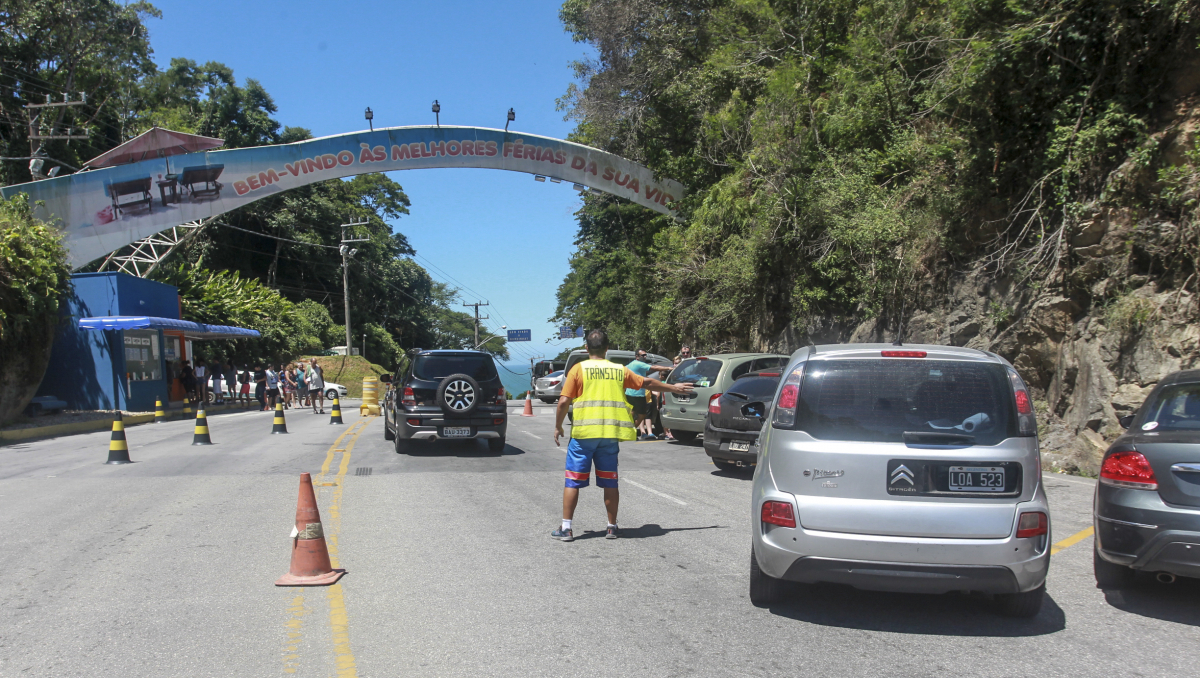 Portal de entrada de Bombinhas, onde é cobrada a TPA dos e feito o controle de quem chega e sai da cidade - Marco Santiago/ND