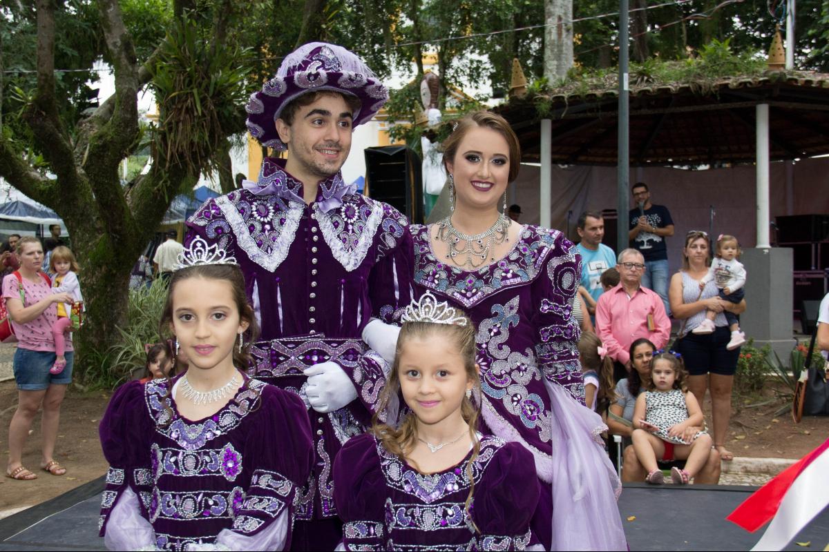 Festa do Divino de São José é organizada por um grupo imperial, formado por sete casais festeiros - Secom/PMSJ/Divulgação/ND