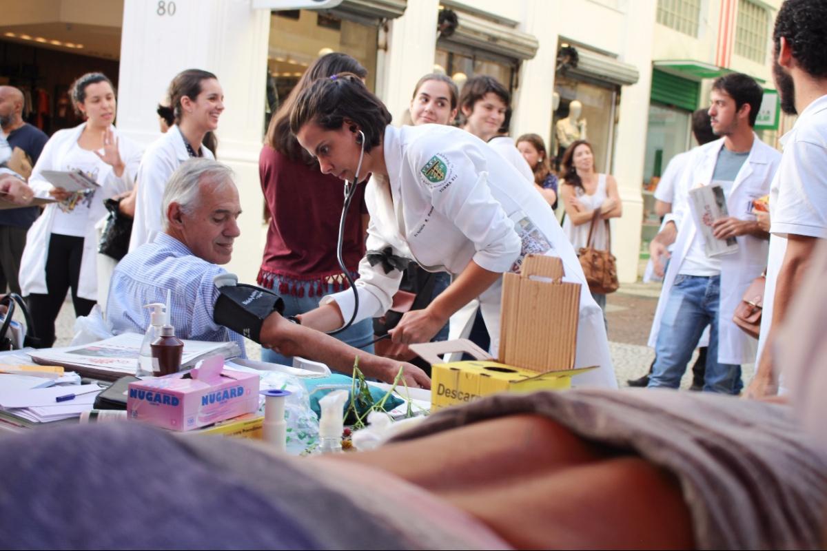 Trabalhadores da saúde em greve atendem população no Centro da Capital - Silvia Medeiros/Divulgação