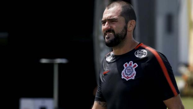 Danilo sentiu dores na panturrilha no último domingo  -  (Foto: Marco Galvão/Fotoarena/Lancepress!)