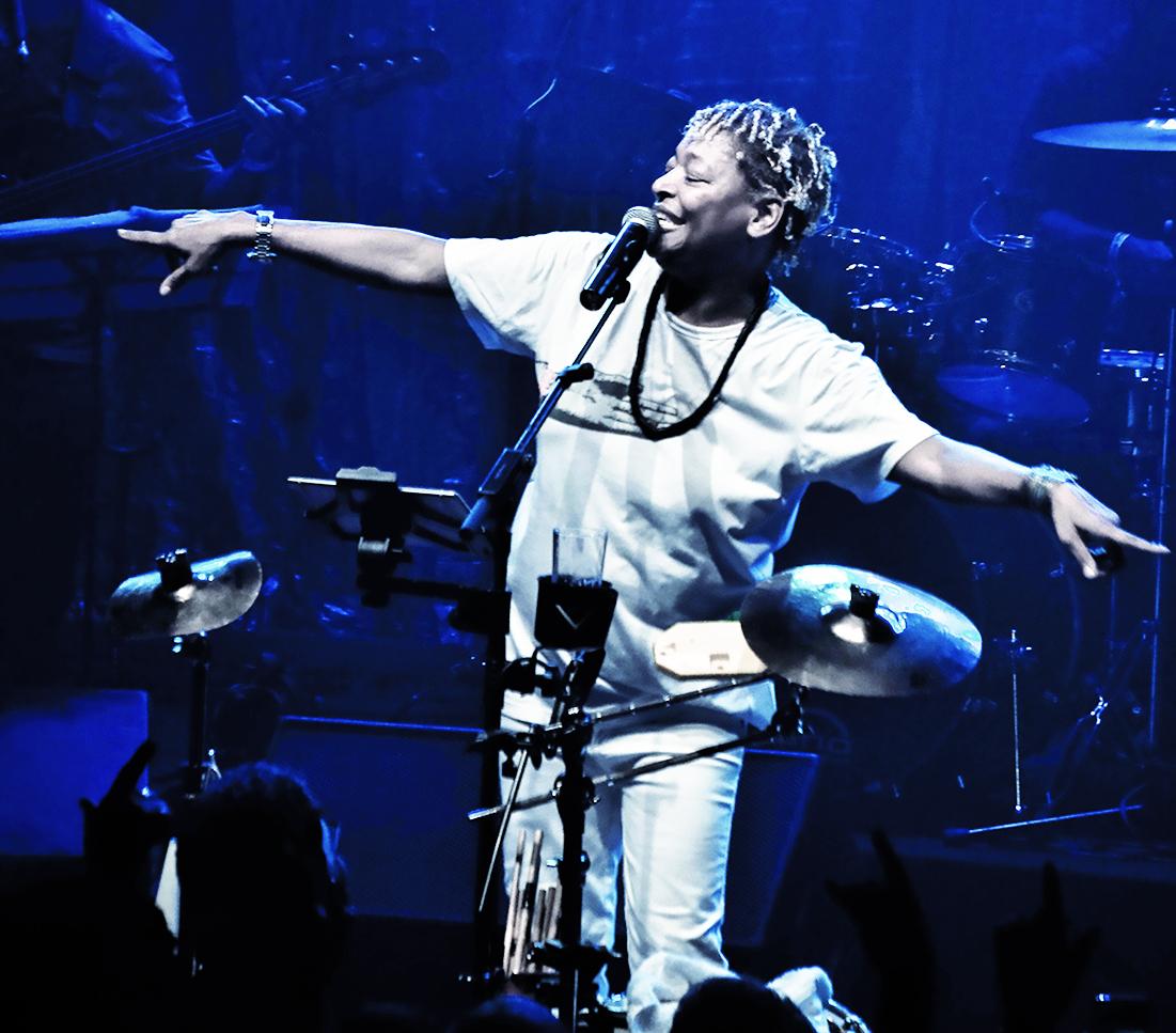 Mart'nália sobe ao palco com músicos locais - Stucky/Divulgação/ND