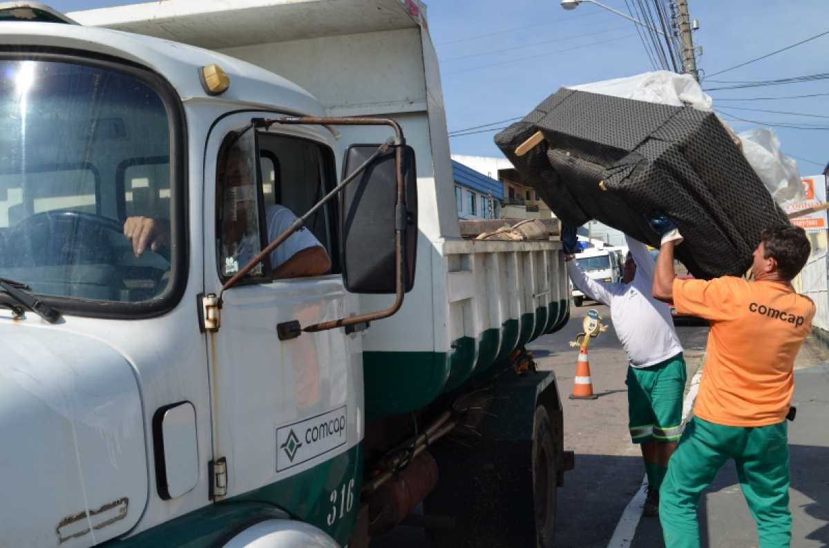 Comcap retoma coleta de resíduos volumosos na Capital - Adriana Baldissarelli/PMF/Divulgação