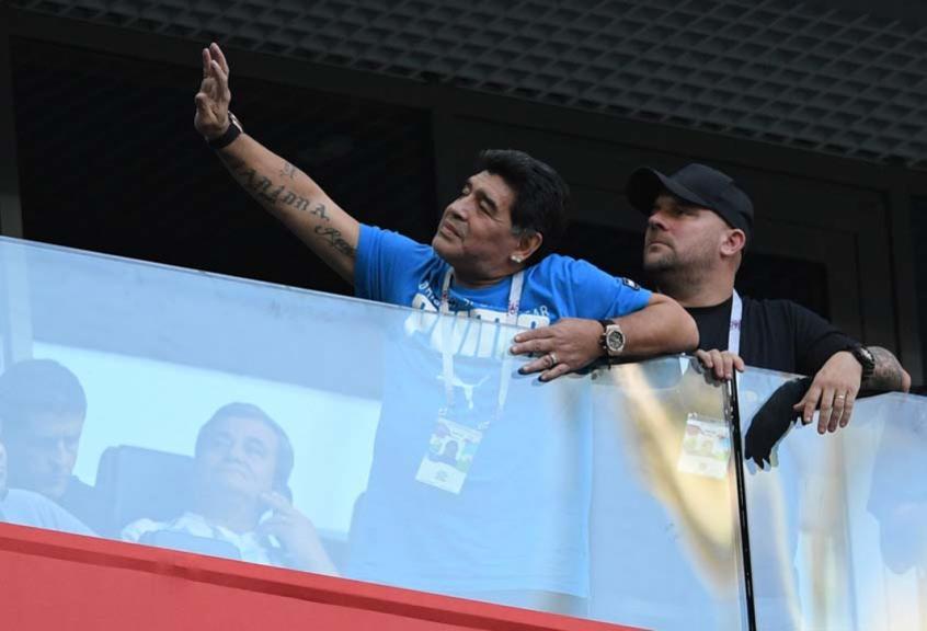 Diego Maradona torceu efusivamente pela Argentina em São Petersburgo (Foto: OLGA MALTSEVA / AFP) -