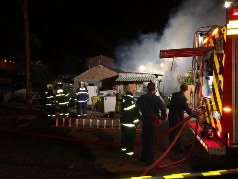 Quatro casas foram destruídas pelas chamas - Flávio Tin/ND