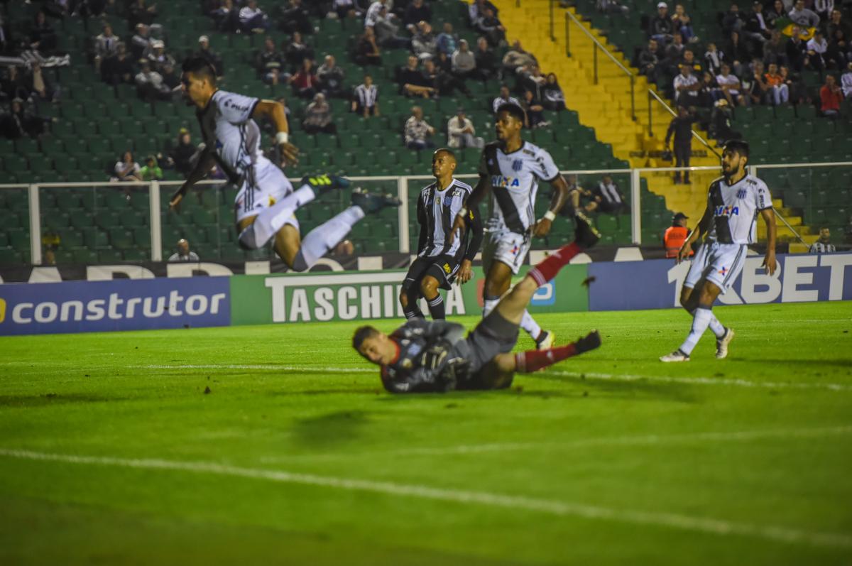 Ponte Preta venceu o Figueirense por 2 a 0 - Mafalda Press/Folhapress