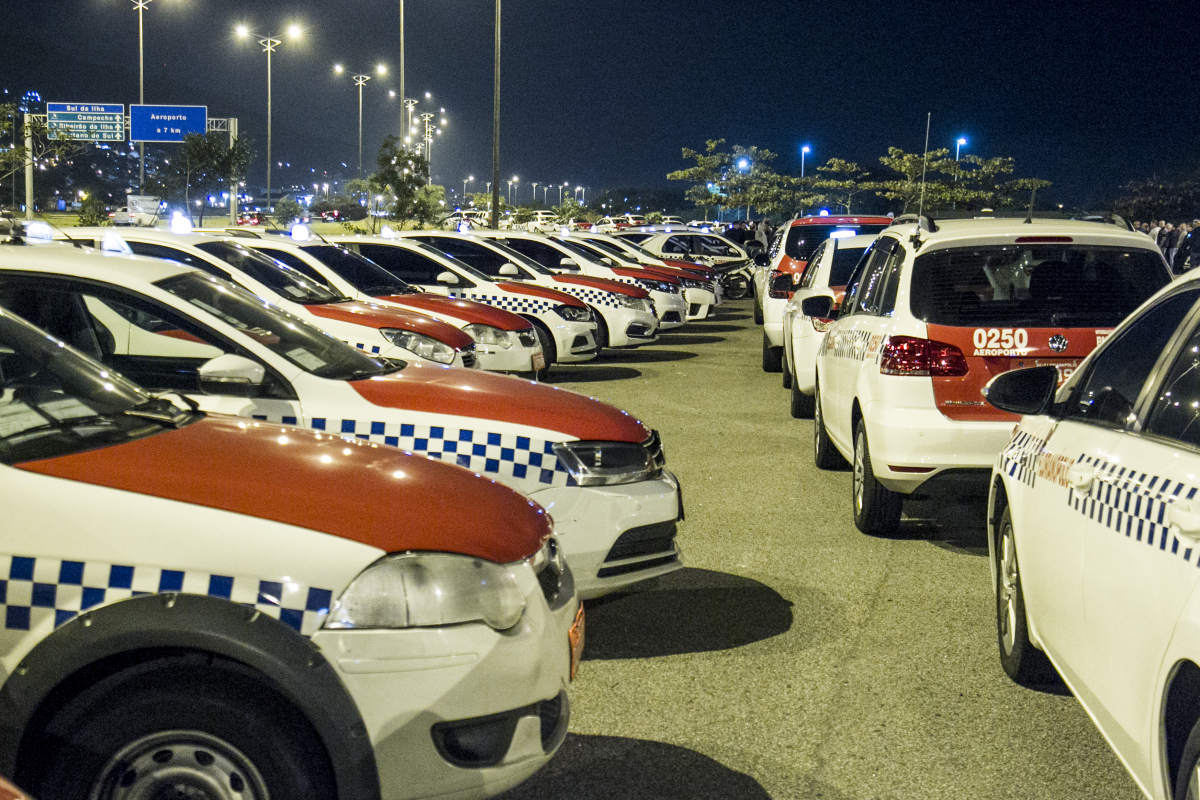 Assembleia reuniu taxistas no bolsão da Via Expressa Sul, em Florianópolis - Marco Santiago/ND