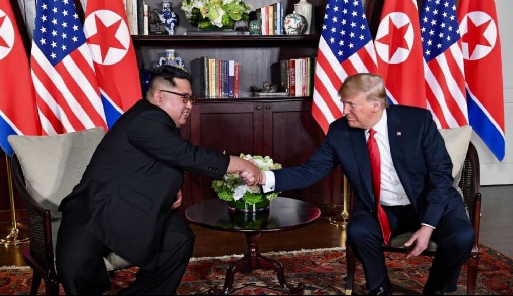 Trump e Kim Jong-un em encontro histórico em Singapura - White House/Divulgação/ND