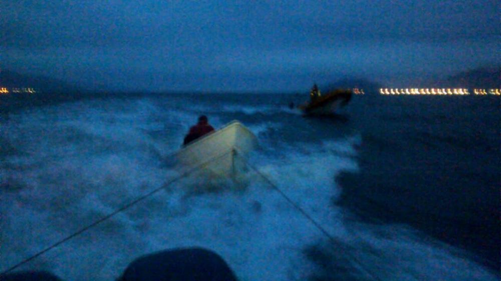 Barco foi encontrado a cerca de 300 metros de onde naufragou - Corpo de Bombeiros/Divulgação/ND