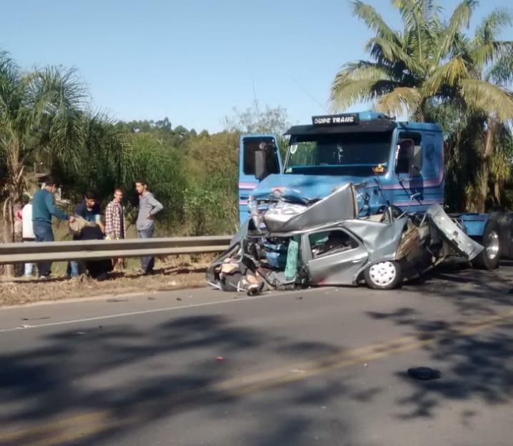 Em Cocal do Sul, no sábado, dois homens morreram após colisão com uma carreta - Divulgação/ND