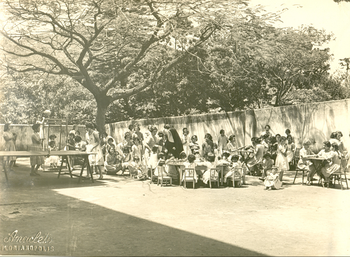 Atividades no pátio em 1956, registro do lendário fotógrafo e documentarista Waldemar Anacleto - Acevo iDES/ND