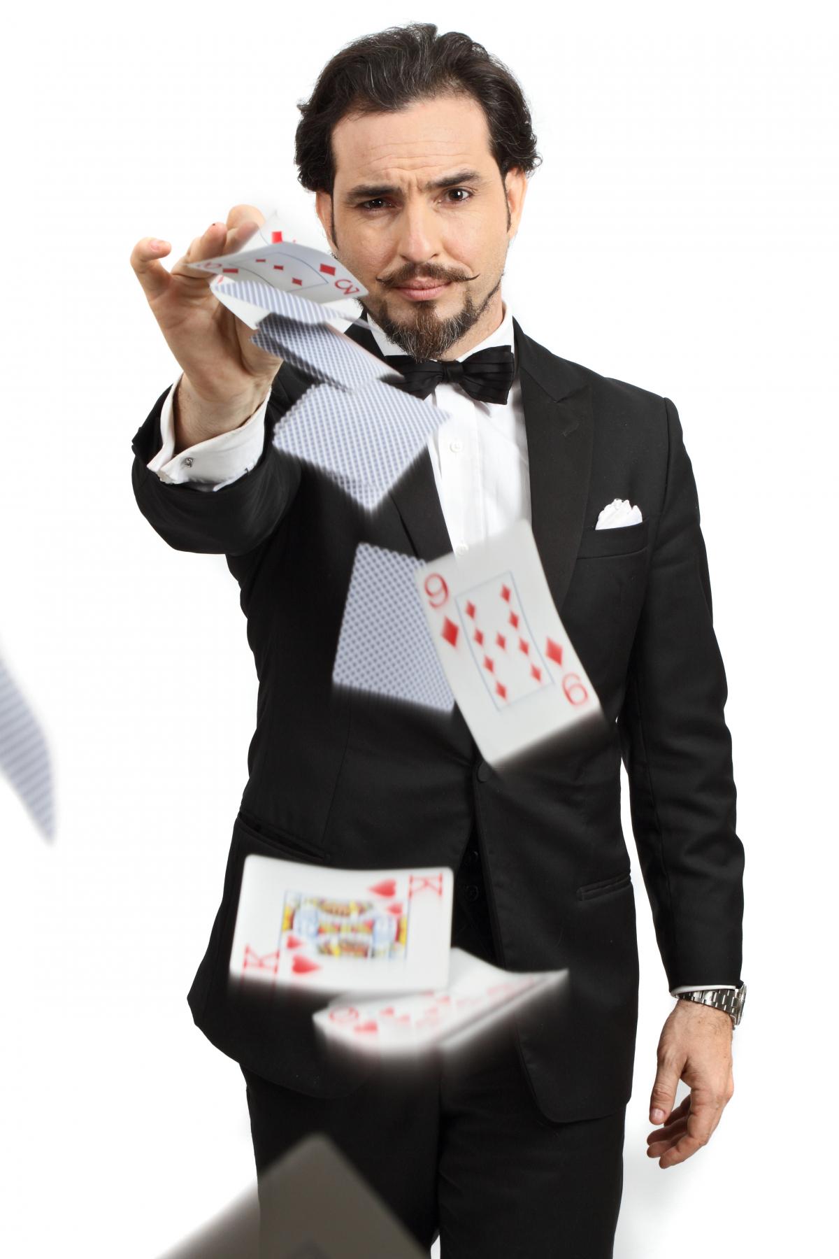 O mago chileno Mauricio Dollenz fará mágicas para o público - Divulgação/ND