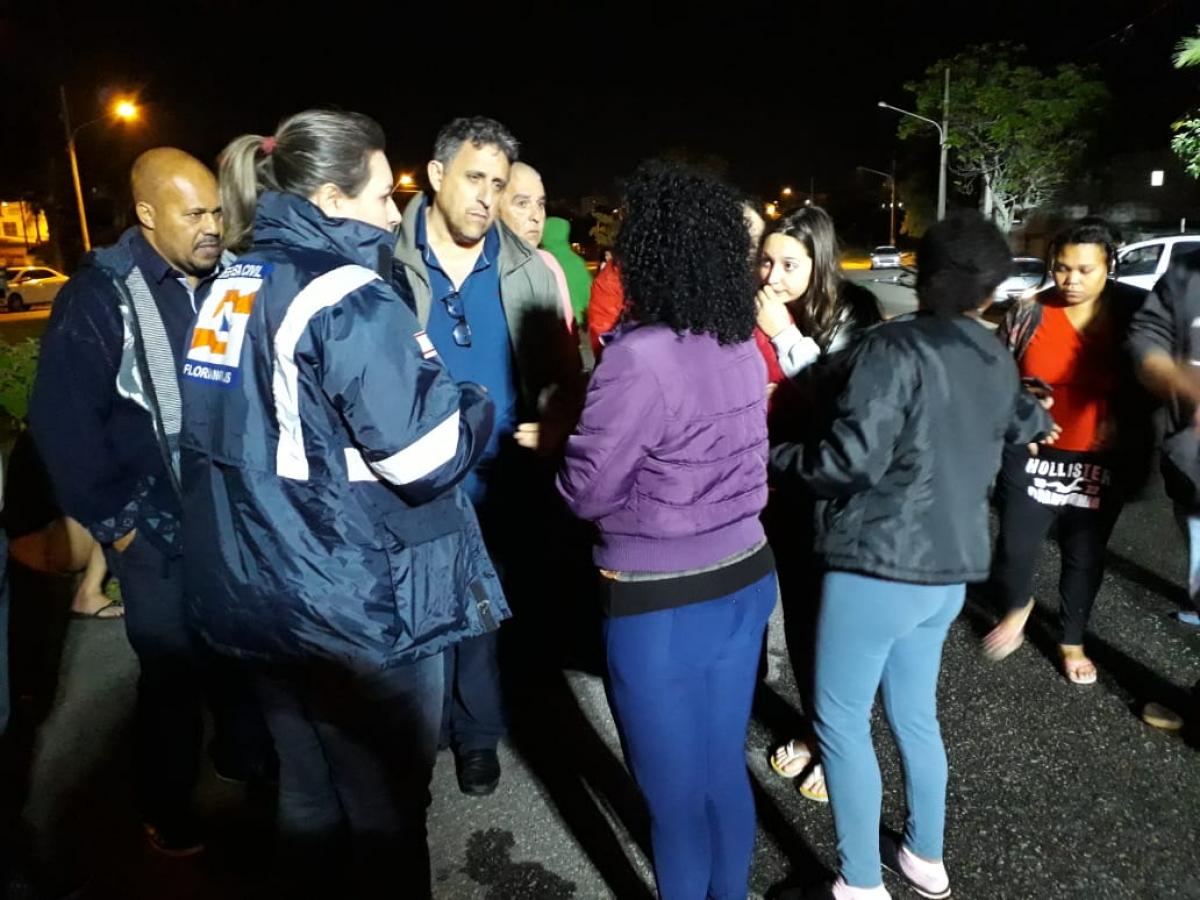 Agentes da Defesa Civil e das secretarias de Assistência Social e do Continente estiveram no Jardim Atlântico durante a noite de sábado - PMF/Divulgação/ND