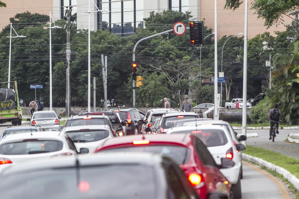 Um dos semáforos foi mantido para auxiliar pedestres - Marco Santiago/ND