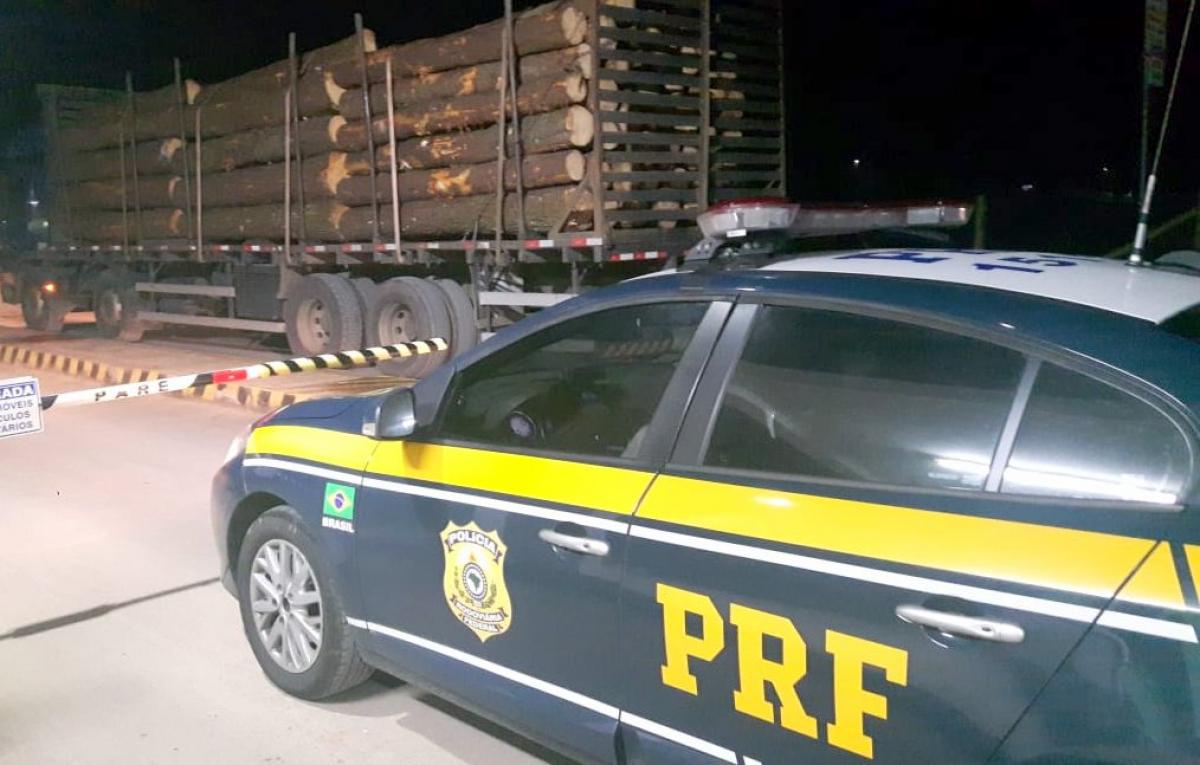 Caminhão com quase 10 toneladas de excesso de carga foi flagrado pela PRF em Criciúma - PRF/Divulgação/ND