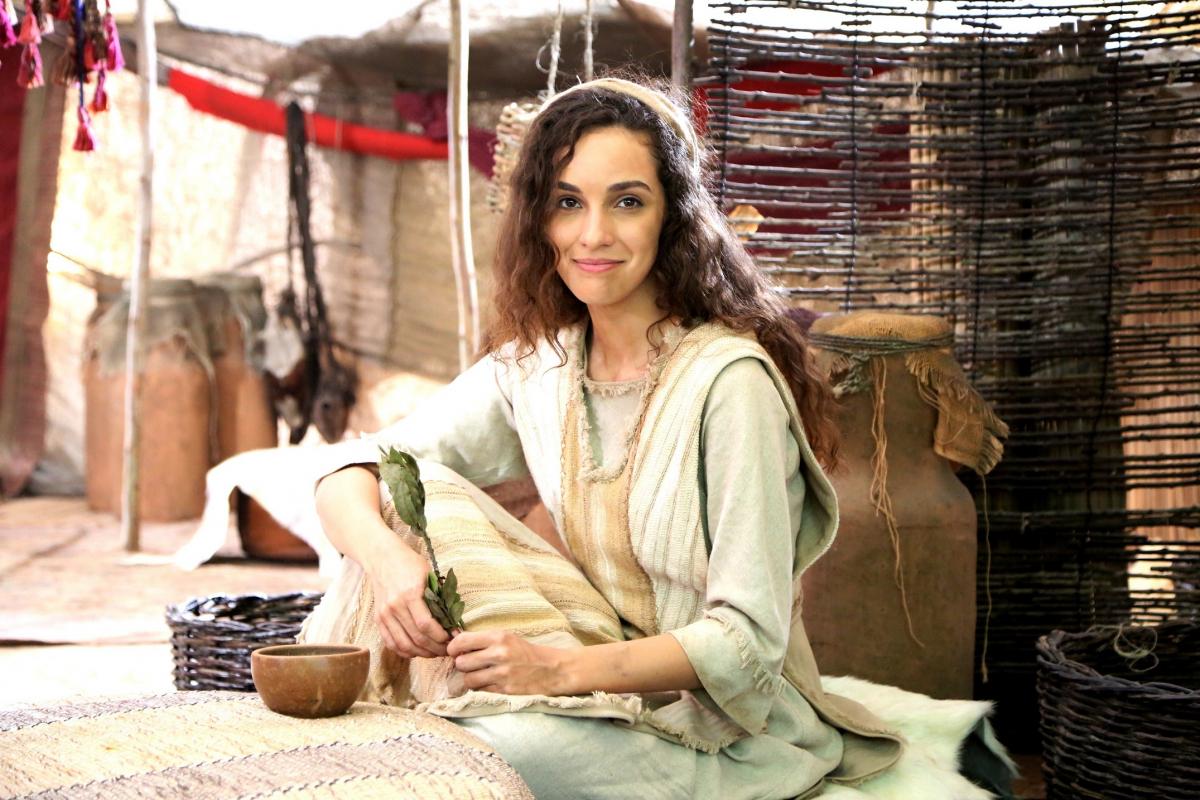 Jovem atriz encara o desafio de contar a história de Jacó pela visão feminina - Munir Chatak/Divulgação Record/ND