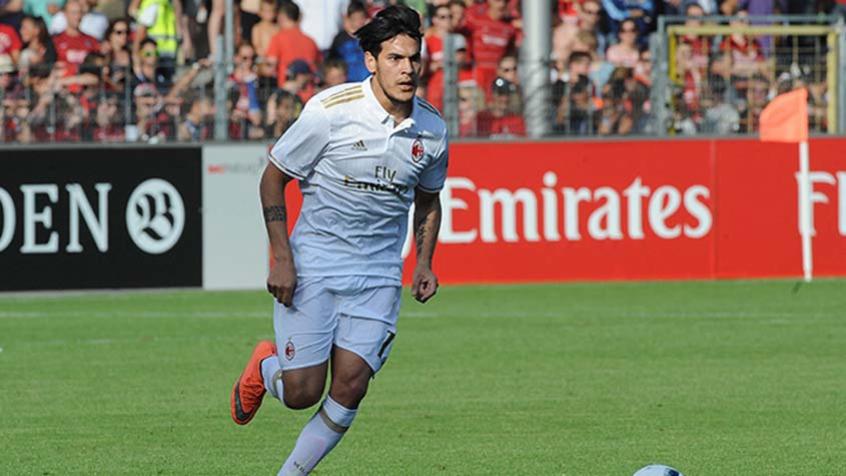 Gustavo Gómez durante partida pelo Milan. Ele não atua desde o fim do ano passado (Foto: Divulgação Milan)