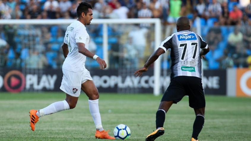 Júnior Dutra, durante duelo contra o Ceará (Foto: LUCAS MERÇON / FLUMINENSE F.C.)