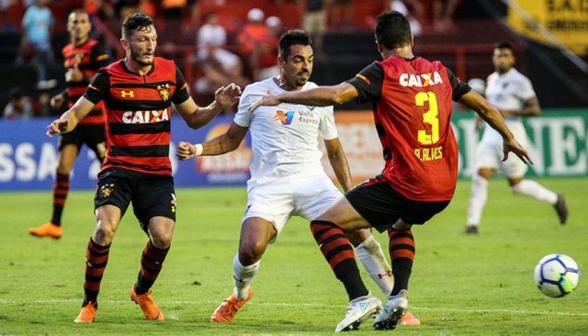 Júnior Dutra, durante jogo contra o Sport (Foto: Lucas Merçon/ FFC)