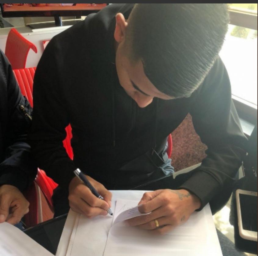 Atacante assinou contrato de empréstimo nesta terça (Foto: Reprodução)