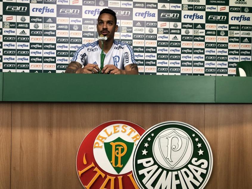 Antônio Carlos durante entrevista coletiva, nesta terça-feira (Foto: Thiago Ferri)