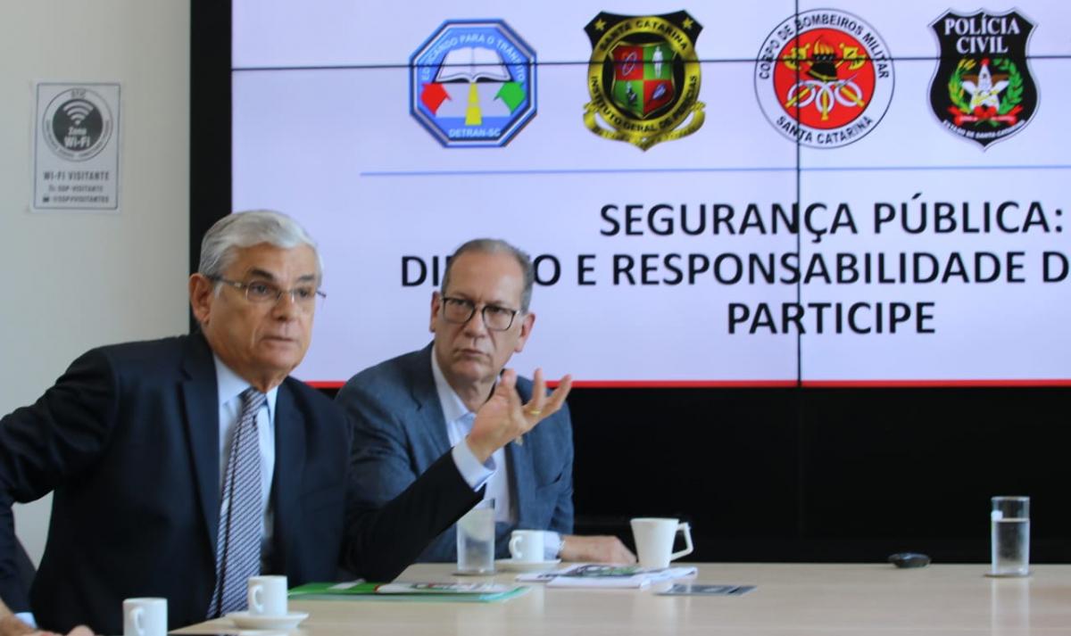 Pinho Moreira (à esq.) e Alceu de Oliveira apresentaram o balanço dos seis primeiros meses do ano - SSP/Divulgação/ND
