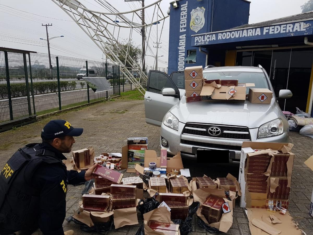 Cigarros estavam sendo transportadas em um utilitário com placas de Itapema - PRF/Divulgação/ND