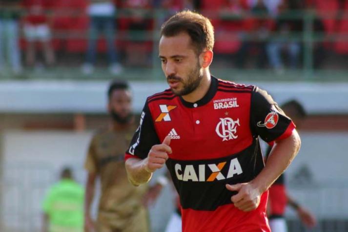 Everton Ribeiro é titular, mas pode perder vaga para Arão (Foto: Marcelo Gonçalves / Photo Premium / Lancepress!) -