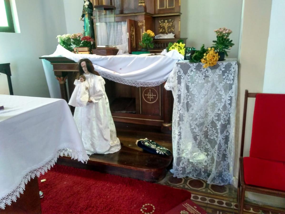 Ladrões levaram a aparelhagem de som e objetos utilizados em cultos pela igreja - Divulgação/ND