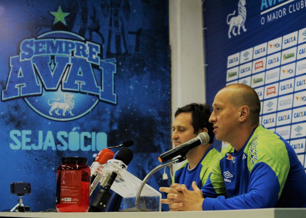 Marquinhos (à dir) e Evando falaram à imprensa nesta terça-feira - André Palma Ribeiro/divulgação/Avaí