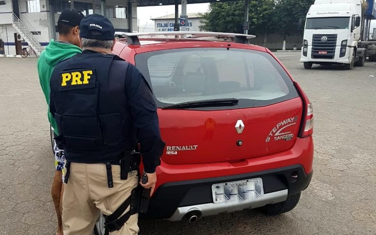 Veículo foi recuperado na BR-101 em Itajaí - PRF Divulgação/ND